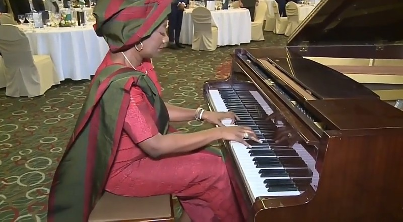 [WATCH] Her Excellency Opunimi Akinkugbe accompanies Nigerian National Anthem in Athens